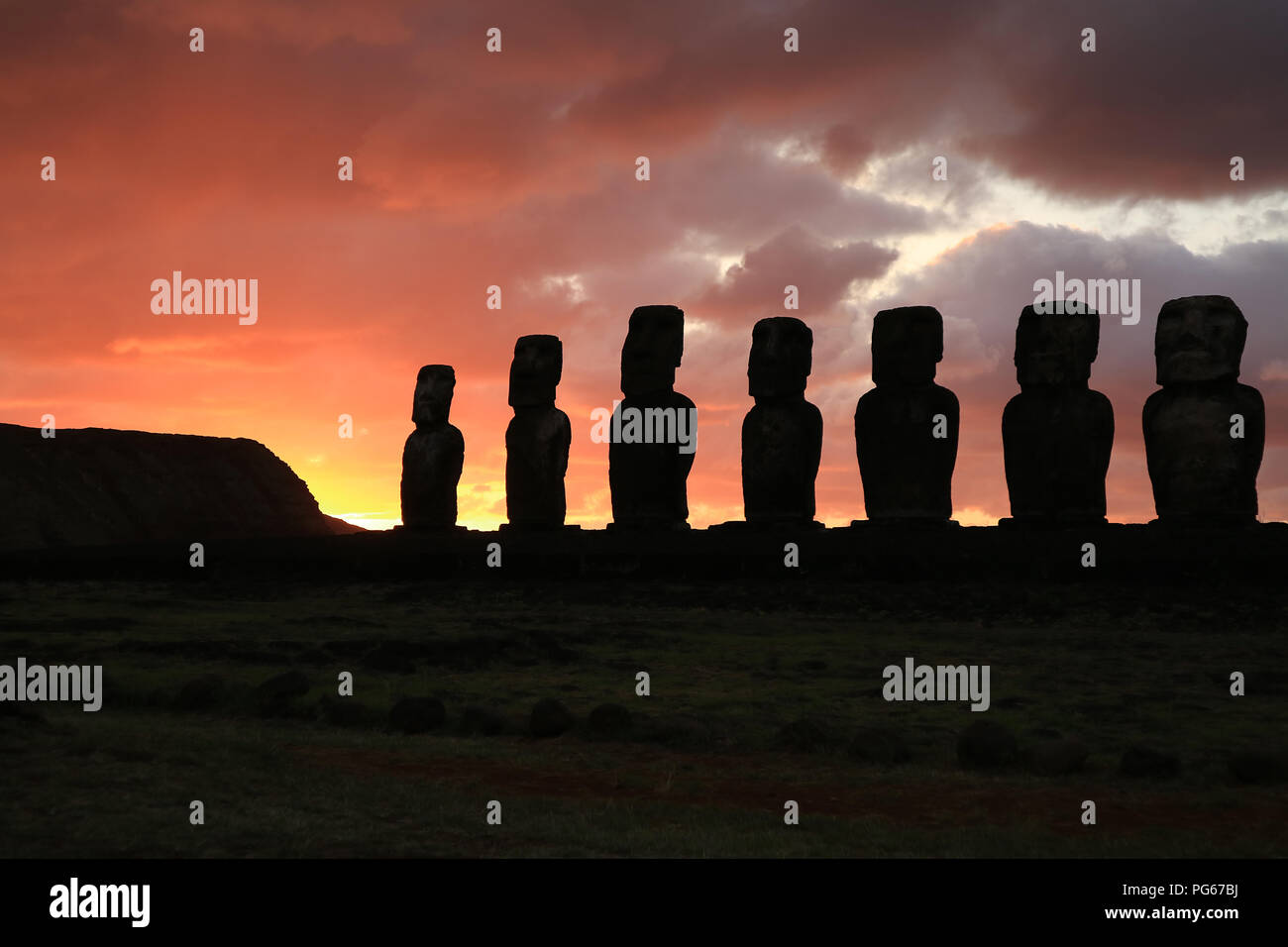 Silhouette of huge Moai statues of Ahu Tongariki against beautiful sunrise cloudy sky, Archaeological site in Easter Island, Chile - Stock Image