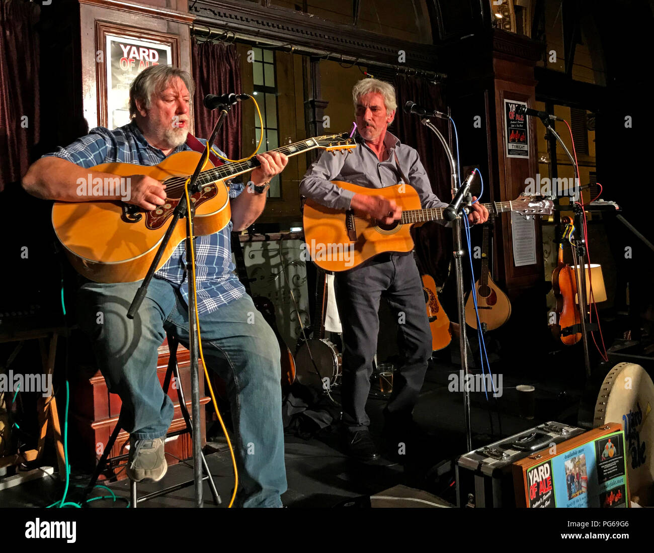 Yard of Ale, Folk & Blues band, playing live at the Guildford Arms, West Register Place, Edinburgh City Centre, Scotland, UK - Stock Image