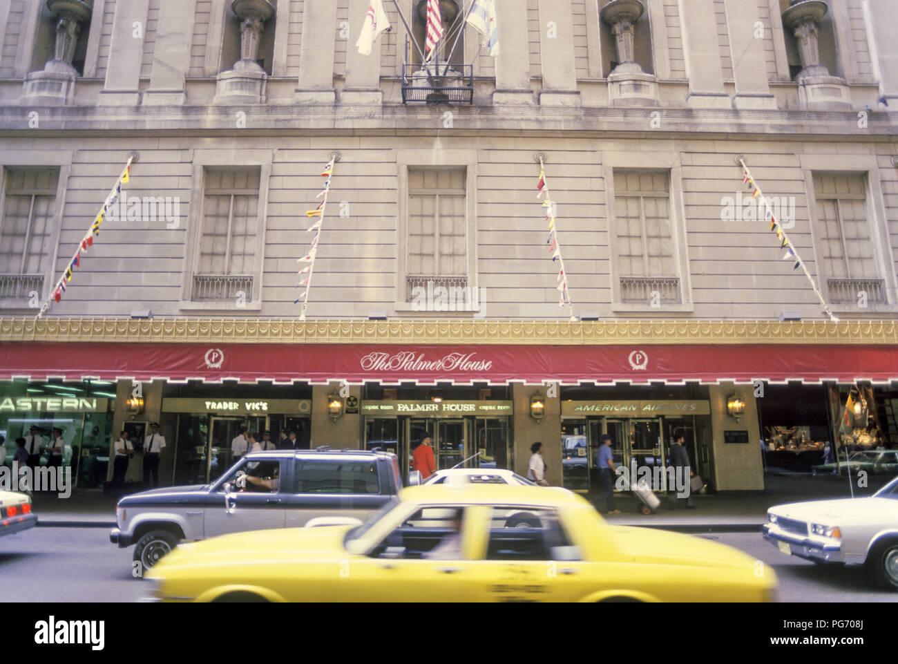 1988 HISTORICAL PALMER HOUSE HOTEL ENTRANCE CHICAGO ILLINOIS USA - Stock Image