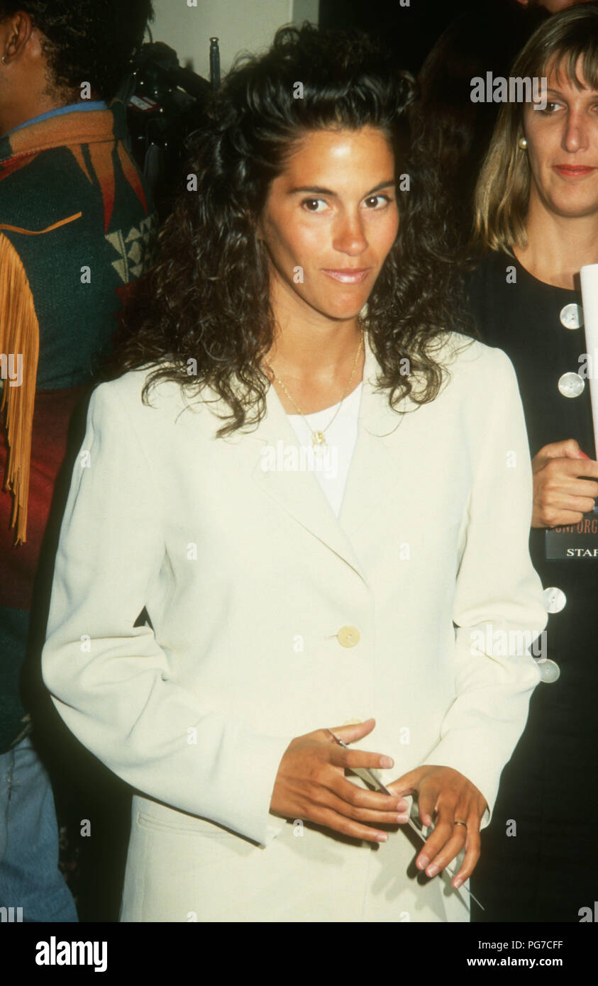 WESTWOOD, CA - AUGUST 03: Actress Jami Gertz attends Warner Bros. Pictures 'Unforgiven' Westwood Premiere on August 3, 1992 at Mann's Bruin Theatre in Westwood, California. Photo by Barry King/Alamy Stock Photo - Stock Image