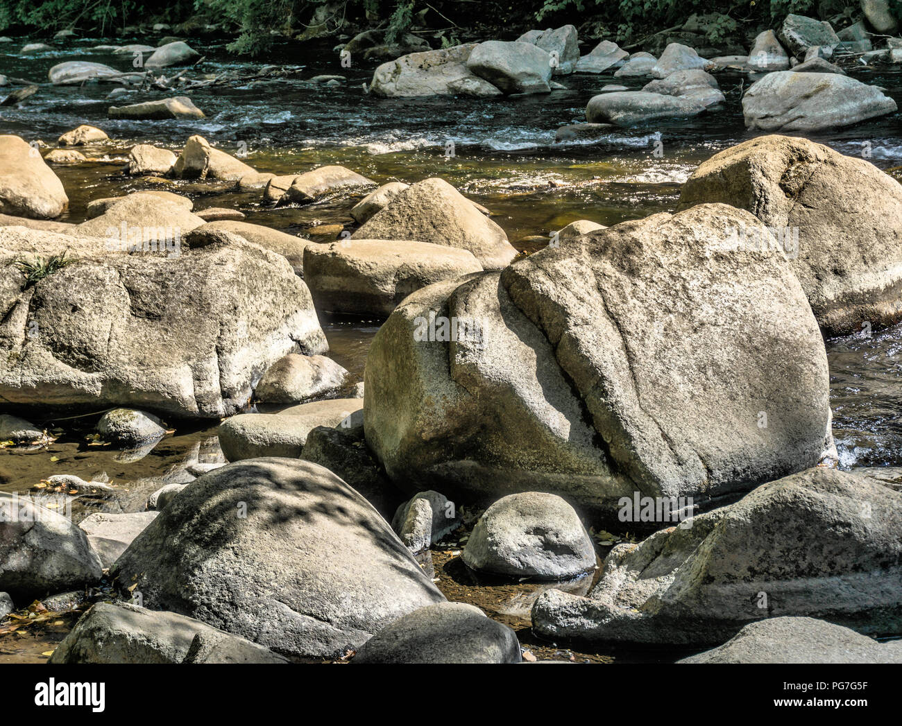 Large stones, boulders and boulders in the Bode near Thale, as places for rest, contemplation and meditation. - Stock Image