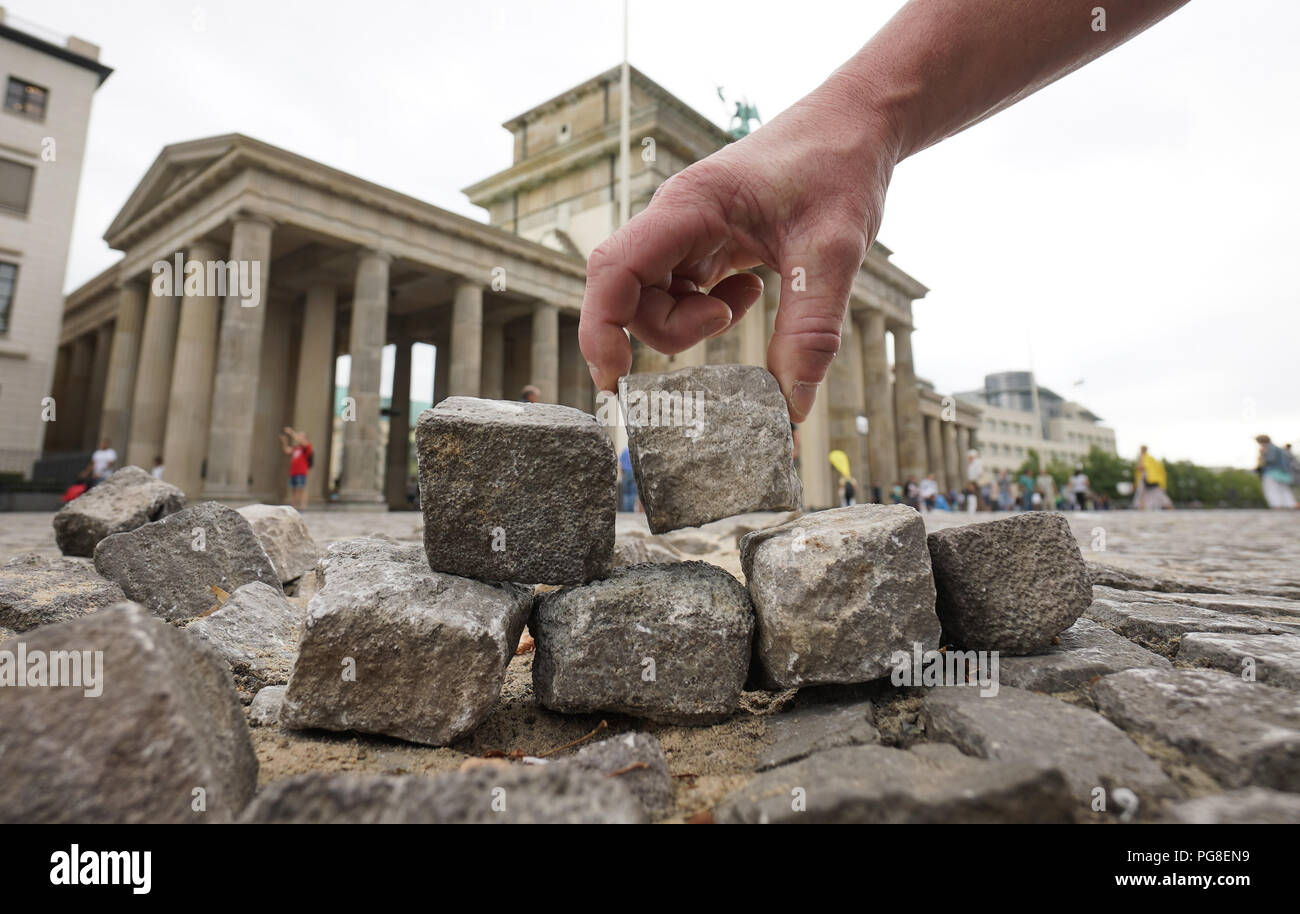 24 Augst 2018 Germany Berlin A Small Wall Is Erected In Front Of
