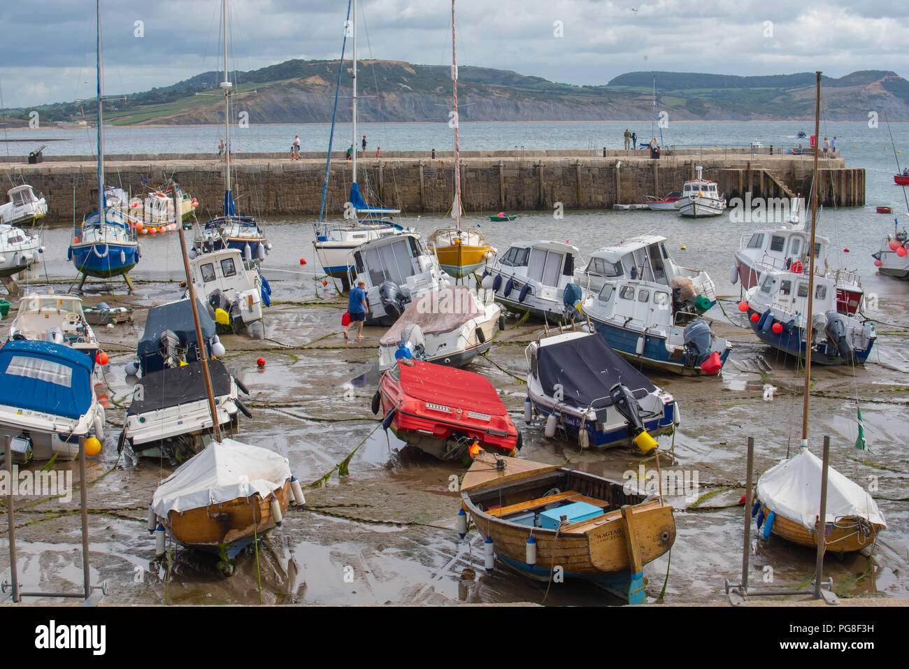 Lyme Regis, Dorset, UK. 24th August 2018: Cooler and cloudier conditions with some sunny spells at Lyme Regis. Credit: Celia McMahon/Alamy Live News - Stock Image