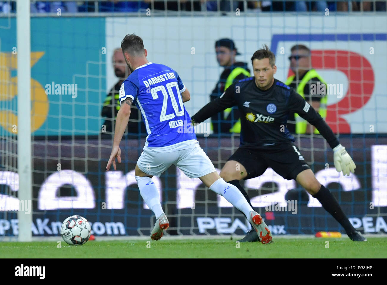 Darmstadt, Germany. 24th Aug, 2018. Soccer, 2nd Bundesliga, Darmstadt 98 vs MSV Duisburg, 3rd Matchday, at the Merck Stadium at Boellenfalltor. Darmstadt's Marcel Heller (front) approaches Duisburg's goalkeeper Daniel Davari and scores the 1-0 goal moments later. Credit: Uwe Anspach/dpa - IMPORTANT NOTICE: DFL regulations prohibit any use of photographs as image sequences and/or quasi-video./dpa/Alamy Live News - Stock Image