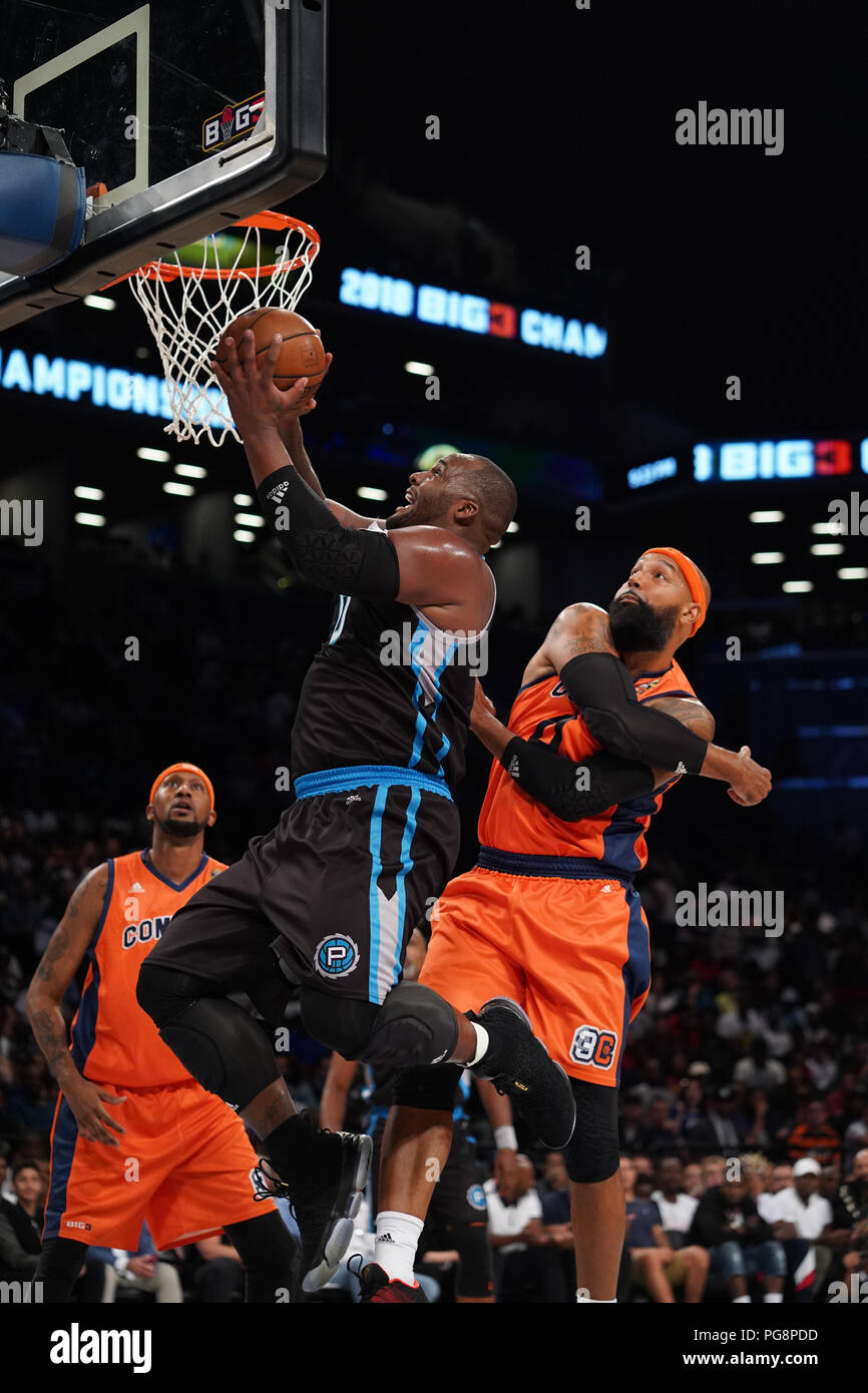 Brooklyn, New York, USA. 24th Aug, 2018. GLEN DAVIS drives to the basket in the BIG3 basketball championship at the Barclays Center in Brooklyn, New York. Credit: Joel Plummer/ZUMA Wire/Alamy Live News Stock Photo