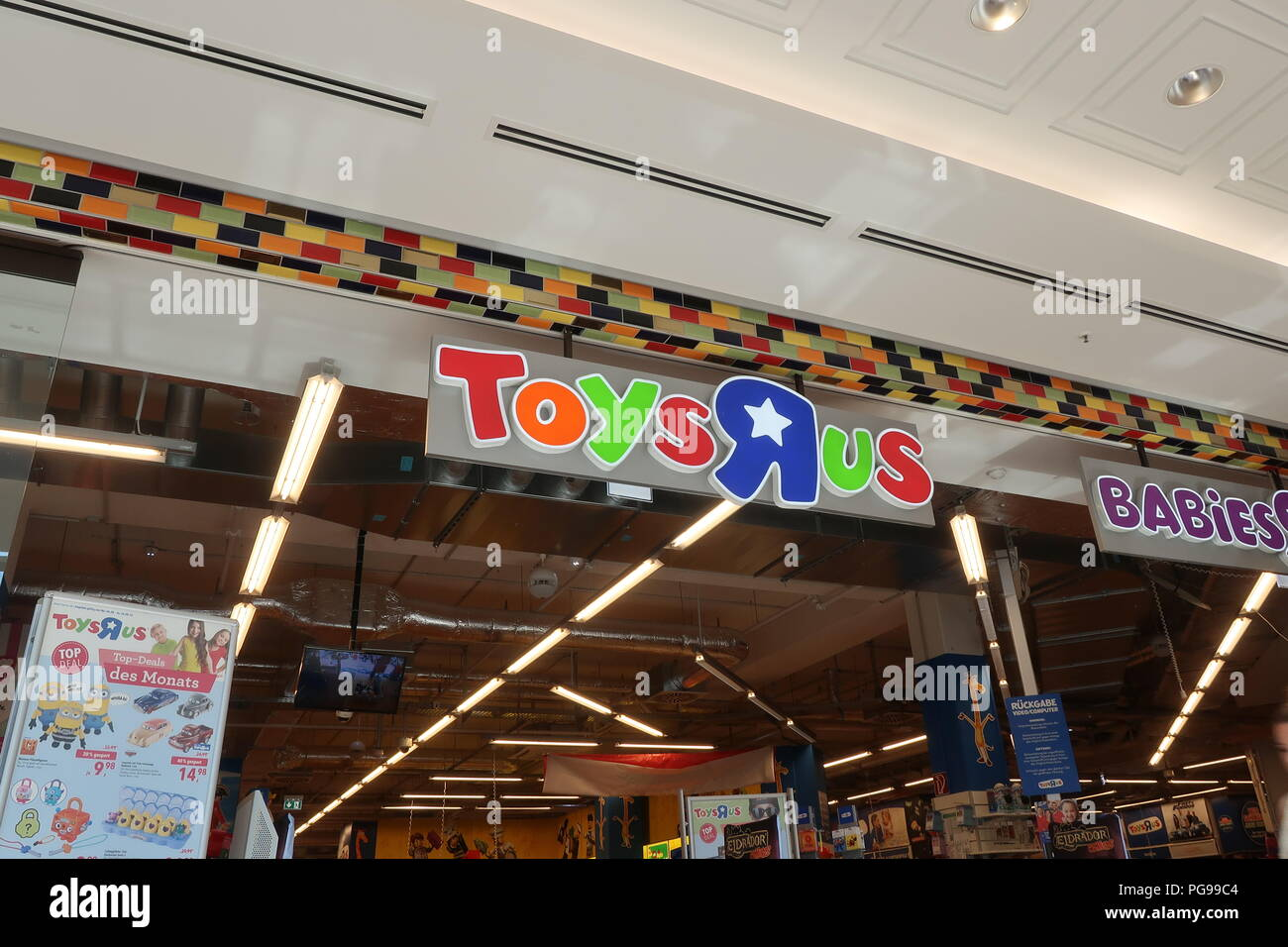 Berlin Germany Summer August 2018 Toys R Us Toy In The Mall