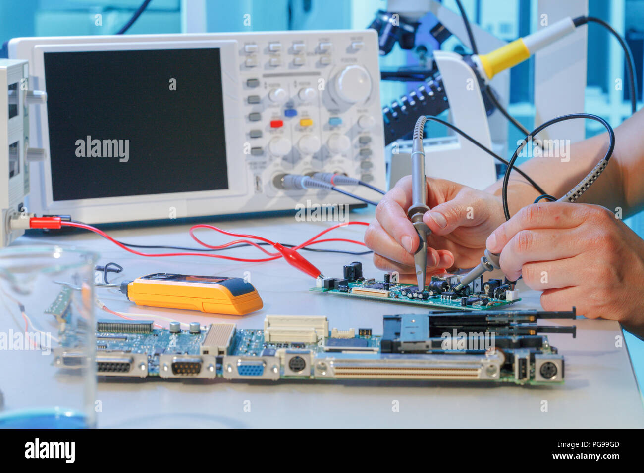 Repairing printed circuit board Stock Photo: 216563997 - Alamy