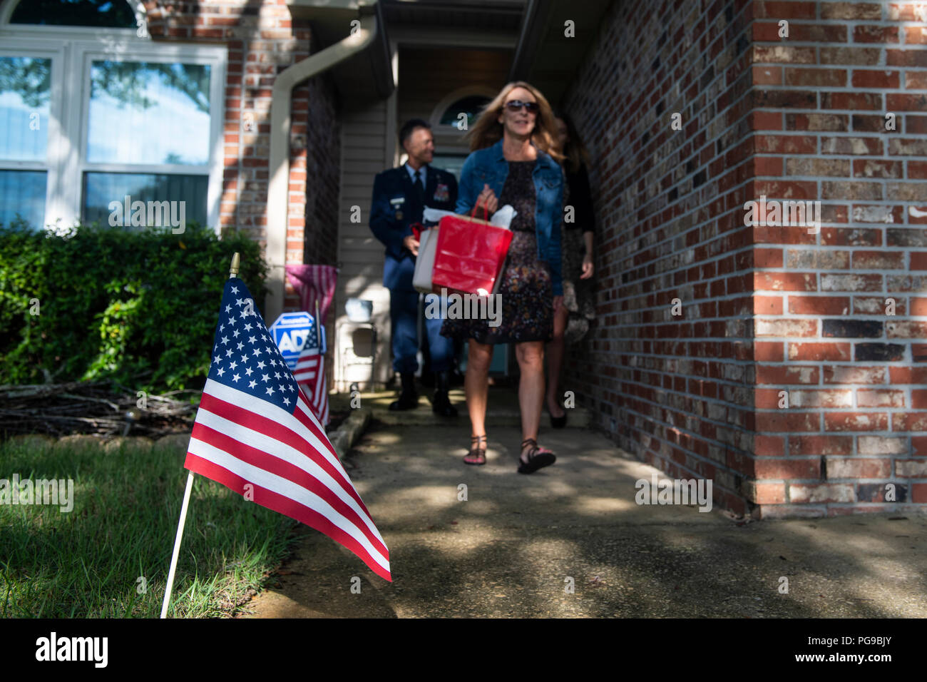 An American Flag stands in the lawn of U.S. Air Force Tech. Sgt. John Chapman's family's residence in Navarre, Florida, Aug. 20, 2018. President Donald Trump will posthumously award the Medal of Honor to Chapman's family at a ceremony on August 22 for his extraordinary heroism in March 2002 while deployed to Afghanistan. (U.S. Air Force photo by Senior Airman Joseph Pick) - Stock Image
