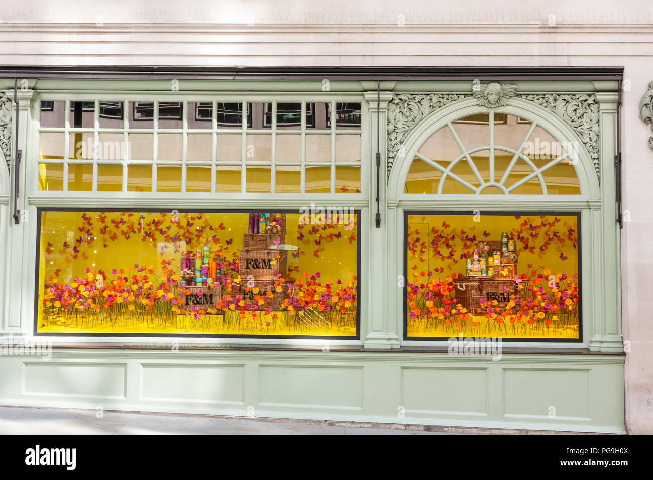 Summer window display of Fortnum & Mason, department store. Piccadilly, London, 2018 - Stock Image