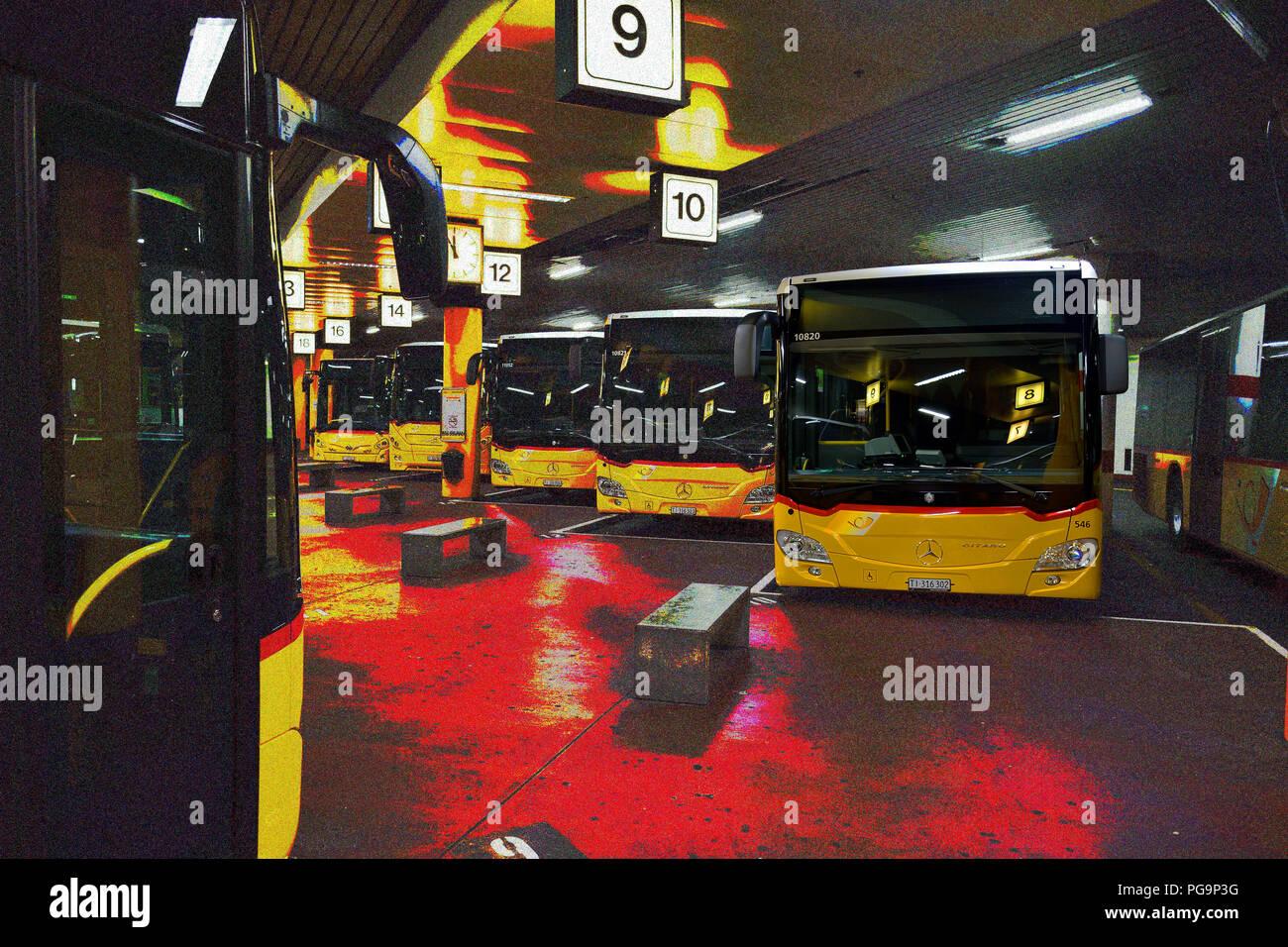 Yellow buses at the central depot in Lugano - Gelbe Busse im Zentrallager in Lugano - Bus gialli al capolinea di Lugano Stock Photo