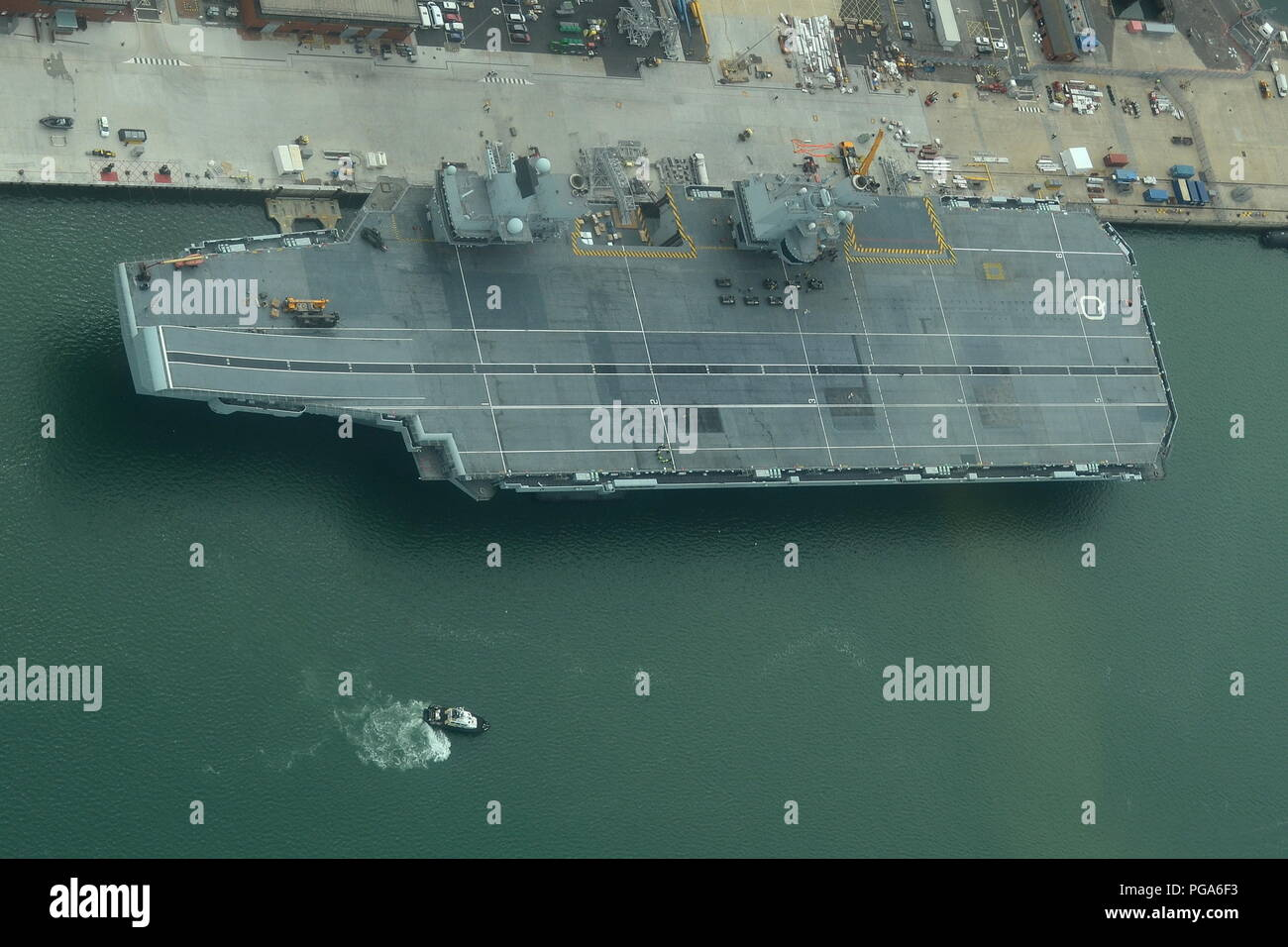 ROYAL NAVY NEW AIRCRAFT CARRIER HMS QUEEN ELIZABETH - Stock Image