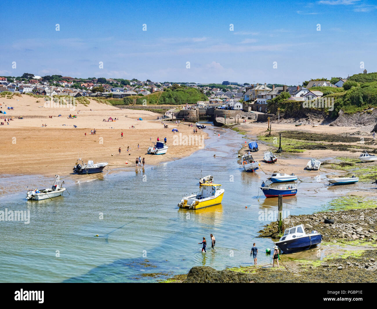 7 July 2018: Bude, Cornwall, UK - The canal at low tide, as holidaymakers enjoy the continuing warm weather. - Stock Image