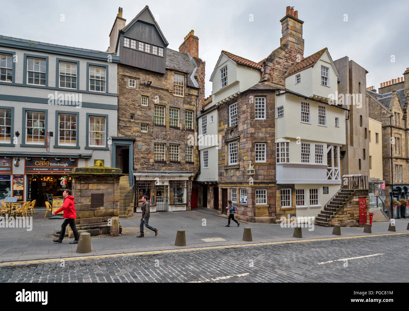 EDINBURGH SCOTLAND JOHN KNOXS HOUSE AND MOUBRAY HOUSE ON HIGH STREET Stock Photo