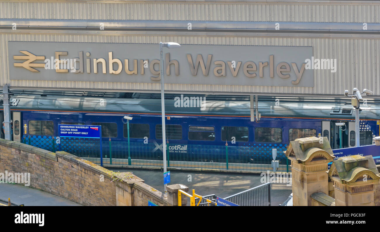 EDINBURGH SCOTLAND WAVERLEY RAIL STATION CARLTON ROAD DROP OFF POINT - Stock Image