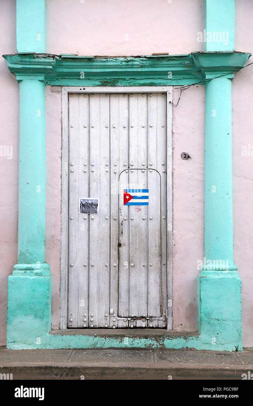 Door in Bayamo, Cuba, with Cuban national flag - Stock Image