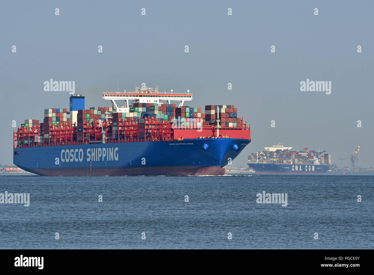 COSCO Shipping Aries & CMA CGM Bougainville upstreaming river elbe Stock Photo