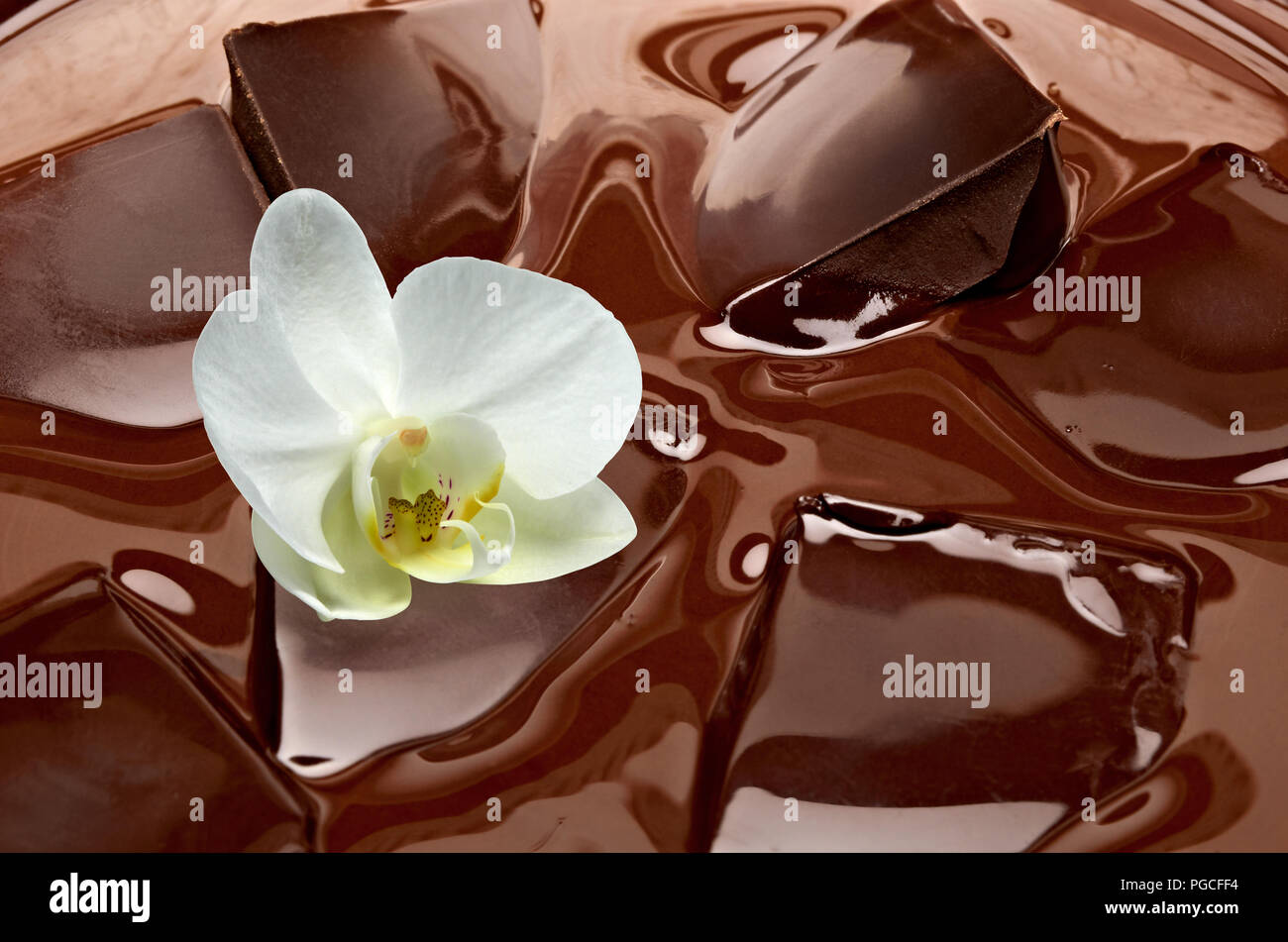 Melting chocolate with chocolate bars in bowl - Stock Image