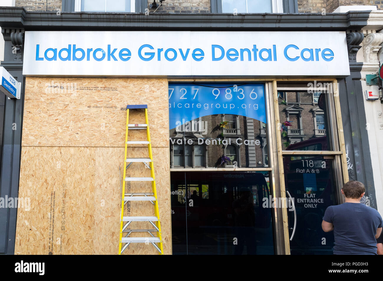 London, UK. 25th August, 2018. Residents and local businesses in Notting Hill have their property boarded-up ahead of the carnival over bank holiday weekend. Credit: Guy Corbishley/Alamy Live News Stock Photo