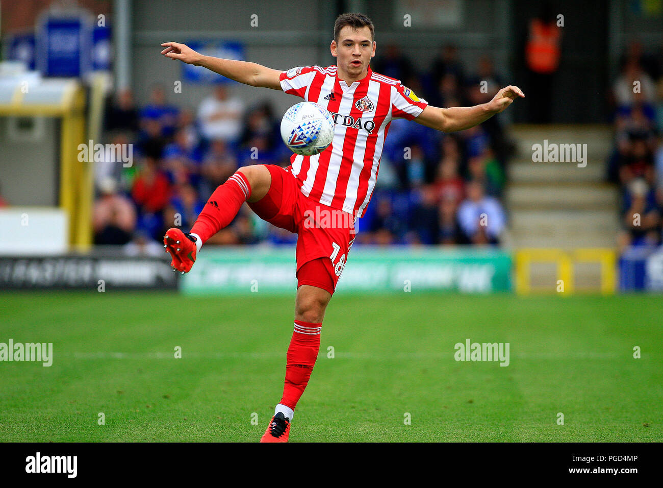 Surrey, UK. 25th Aug 2018. Donald Love of Sunderland in action. EFL Skybet football league one match, AFC Wimbledon v Sunderland at the Cherry Red Records Stadium in Kingston upon Thames, Surrey on Saturday 25th August 2018. this image may only be used for Editorial purposes. Editorial use only, license required for commercial use. No use in betting, games or a single club/league/player publications. pic by Steffan Bowen/Andrew Orchard sports photography/Alamy Live news - Stock Image
