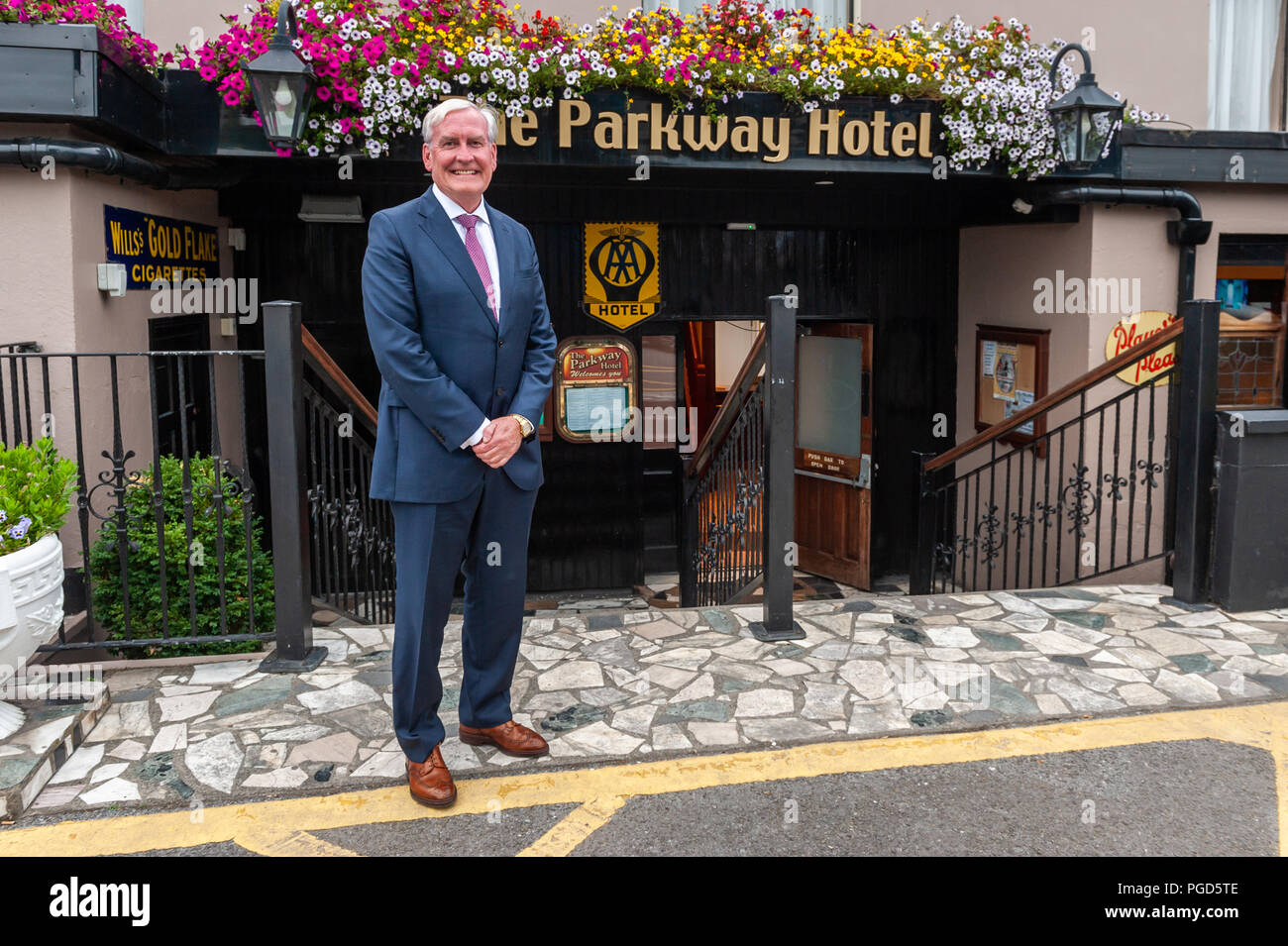Dunmanway, West Cork, Ireland. 25th Aug, 2018. The Canadian Ambassador to Ireland, Kevin Vickers, is attending the Kingston Gathering at the Dunmanway Parkway Hotel tonight. Mr Kingston famously helped end the Parliament shootings in 2014 when he shot a gunman who had killed a ceremonial guard and shot a police constable at the Canadian National War Memorial. Credit: Andy Gibson/Alamy Live News. - Stock Image