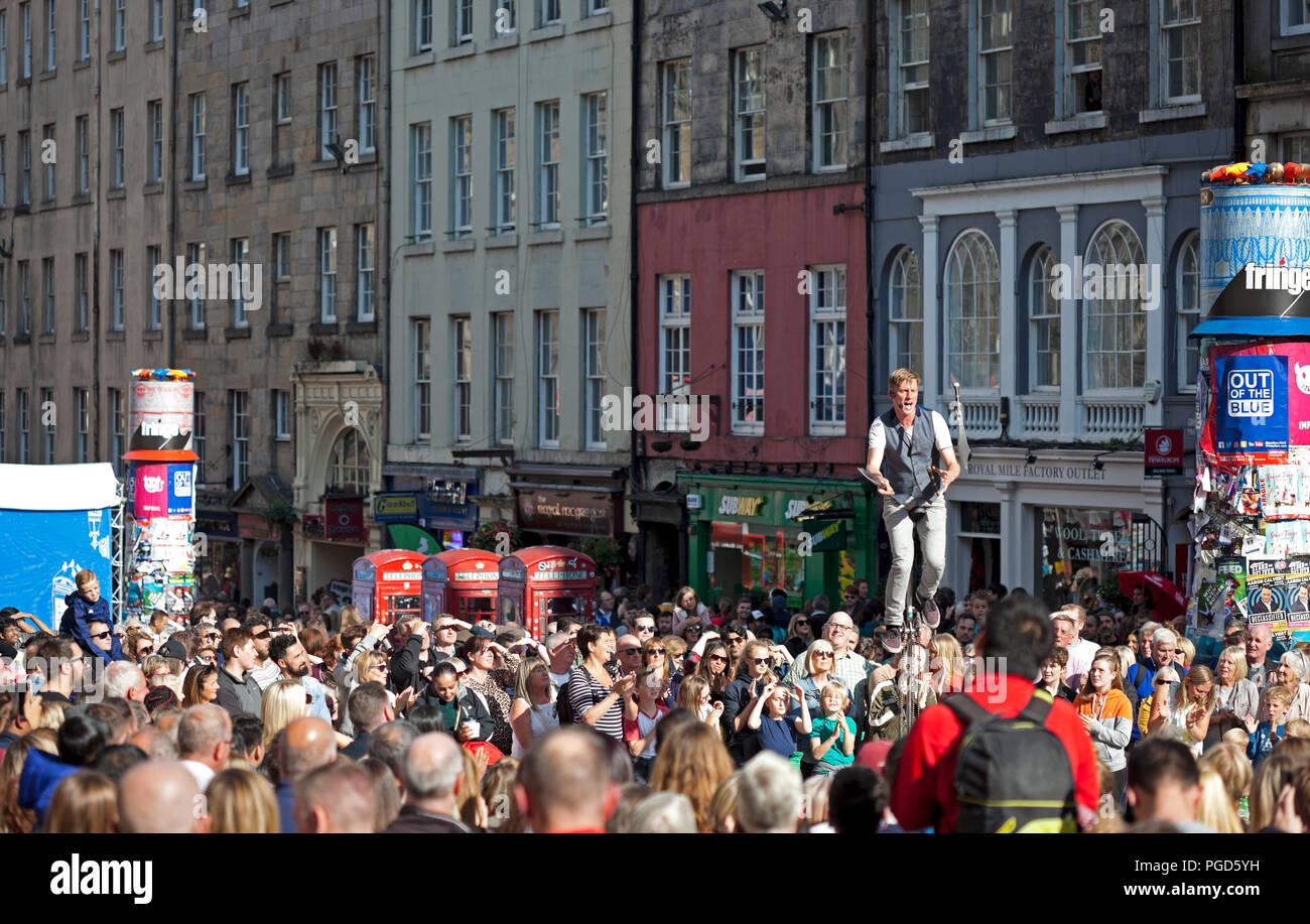 Edinburgh, Scotland, UK. 25 August 2018. Edinburgh Fringe Royal Mile, on the final Saturday the sun shone on the High Street and brought the crowds out for street performers and statues giving them good audiences to see their skills. News - Stock Image