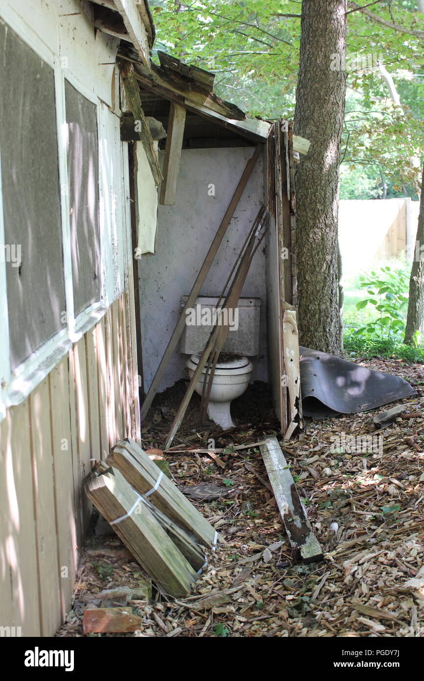 Old shed and broken down abandoned toilet in Union Pier, Michigan. - Stock Image