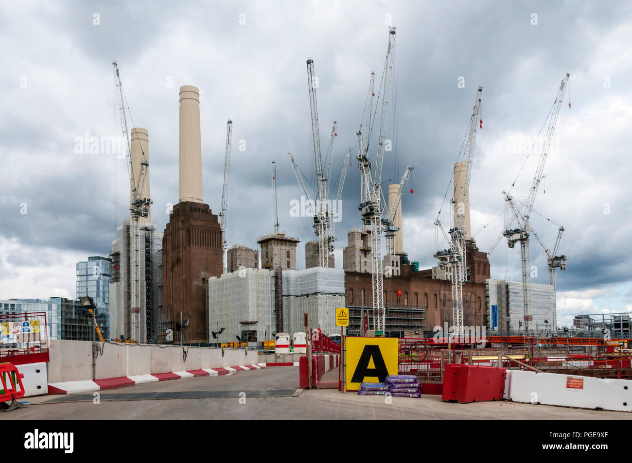 Tower cranes clustered around Battersea Power Station. - Stock Image