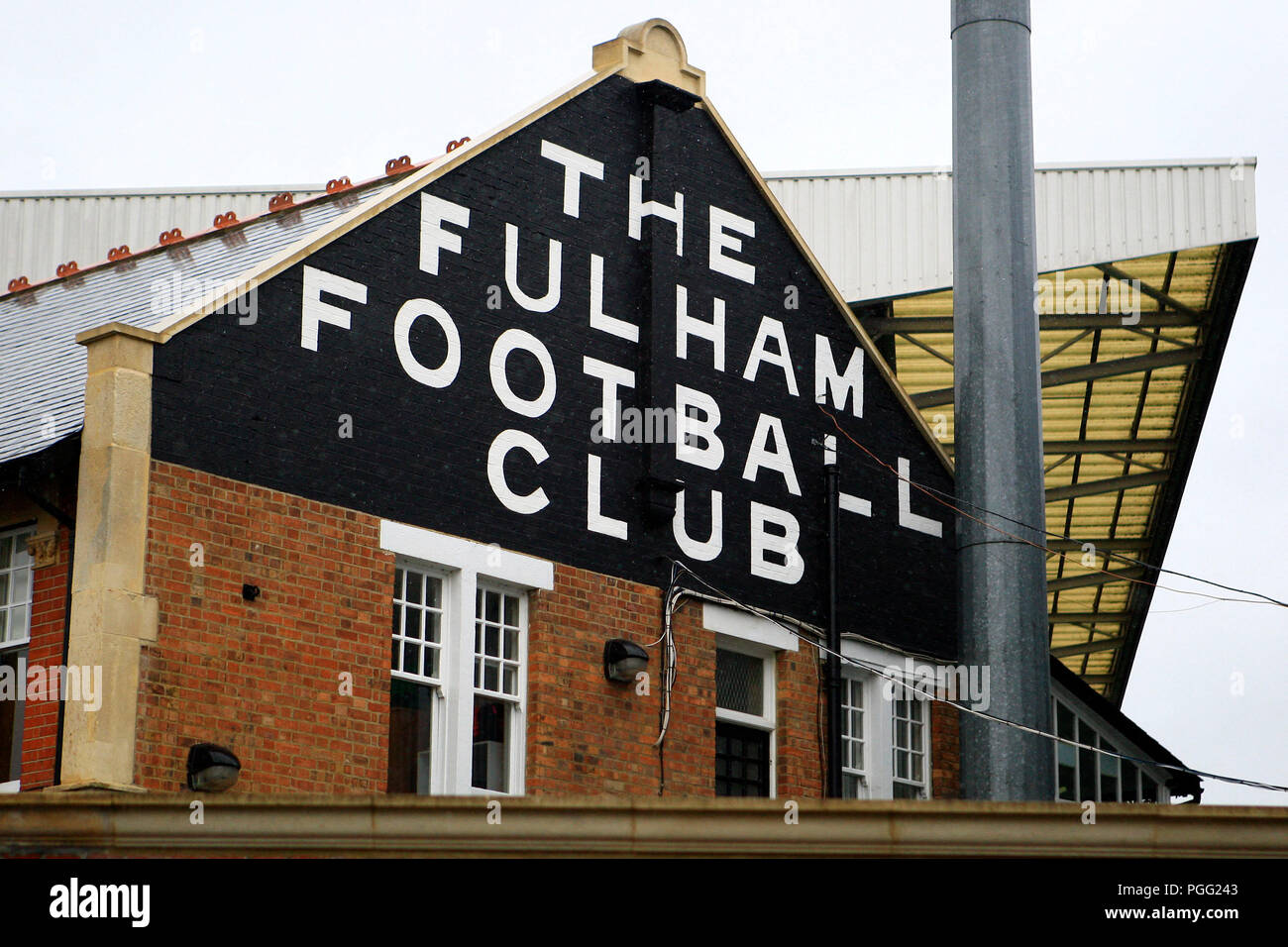 London, UK. 26th Aug, 2018. a General view of outside the Craven Cottage ground. Premier League match, Fulham v Burnley at Craven Cottage in London on Sunday 26th August 2018.  this image may only be used for Editorial purposes. Editorial use only, license required for commercial use. No use in betting, games or a single club/league/player publications. pic by Steffan Bowen/Andrew Orchard sports photography/Alamy Live news Credit: Andrew Orchard sports photography/Alamy Live News - Stock Image