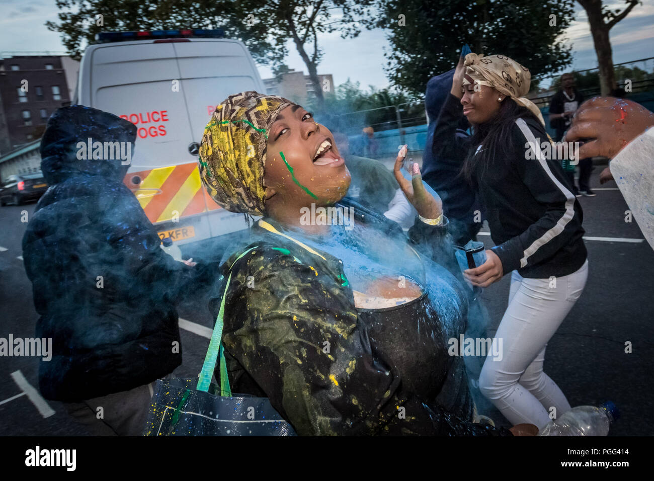London, UK. 26th August 2018. Jouvert parade starts the Notting Hill Carnival 2018 festivities with the traditional 'dirty' paint, oil and coloured powder being thrown to the sounds of African drums and rhythm bands. Credit: Guy Corbishley / Alamy Live News - Stock Image