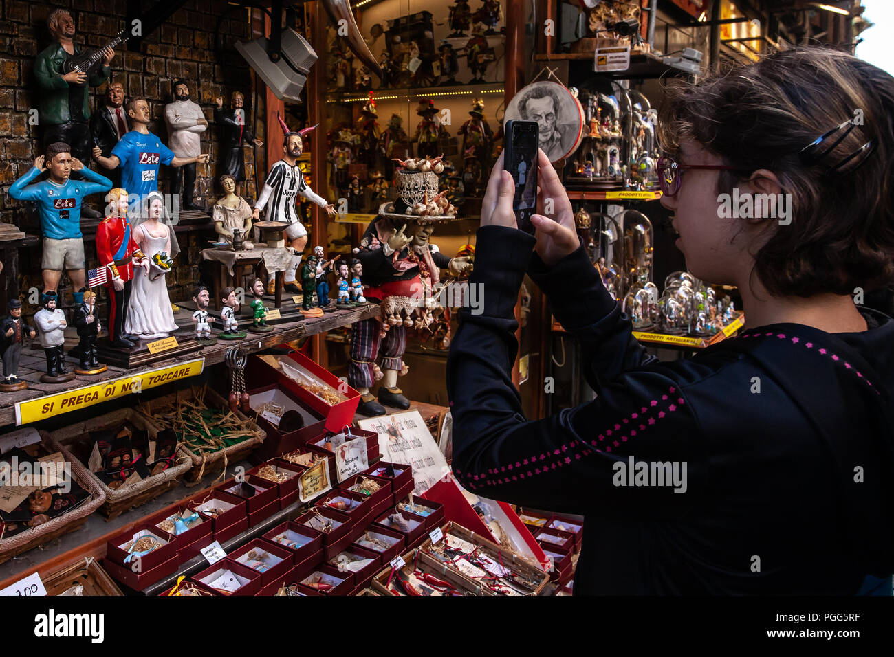 The Prince Harry and Meghan Markle, represented in Neapolitan Nativity statues at San Gregorio Armeno in Naples. - Stock Image