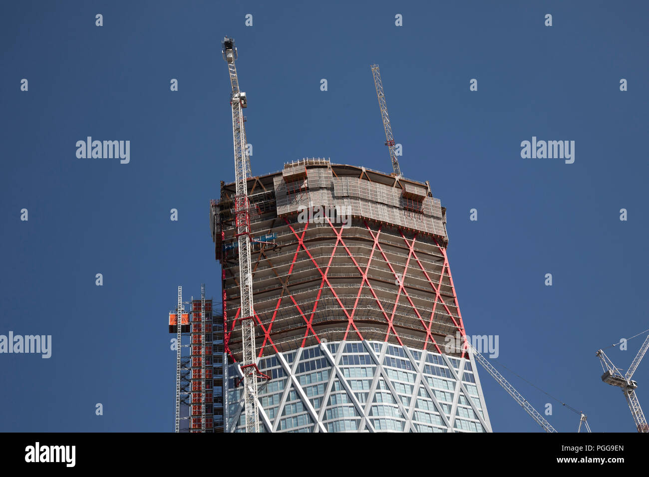Construction of new 60 storey residential tower block Newfoundland at Canary Wharf financial district in London, England, United Kingdom. Newfoundland is a 60-storey residential building which will be situated on the western side of the Canary Wharf Estate and bound by Westferry Road to the west, Middle Dock to the east, and Bank Street to the south. The slim diamond shape of the tower is determined by the narrow footprint of the site. The dia-grid structural system expressed on the facade of the building supports and braces the structure. - Stock Image