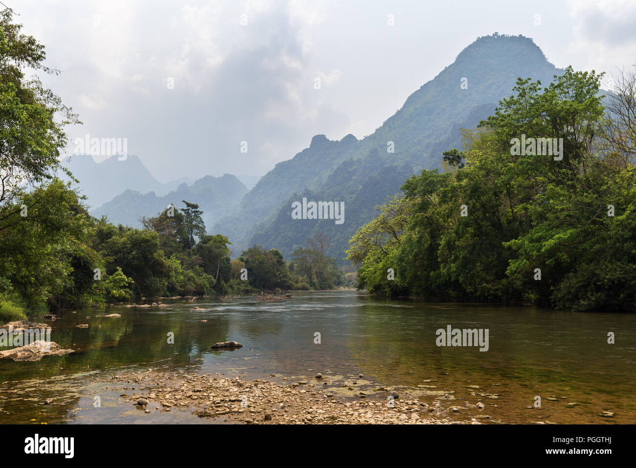 Scenic view of Nam Song River and limestone mountains near Vang Vieng, Vientiane Province, Laos. Stock Photo