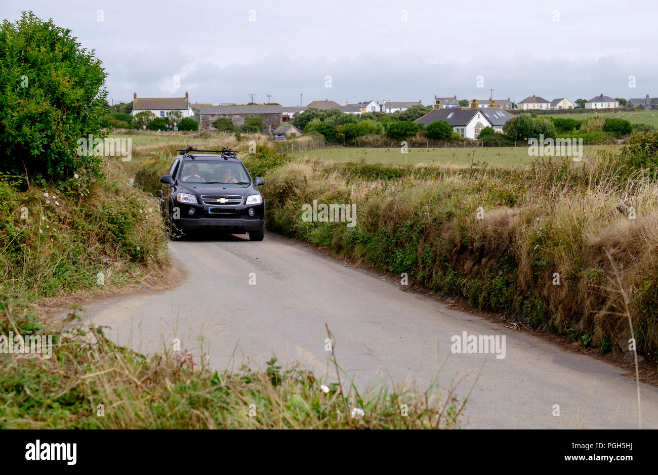 Traffic congestion in cornwall. Renowned for its narrow lanes with passing places cornwall can be a challenge for the motorist. - Stock Image