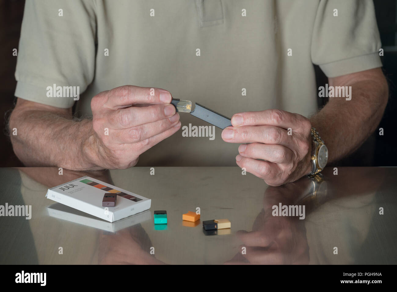 Elderly Smoker Stock Photos & Elderly Smoker Stock Images - Alamy