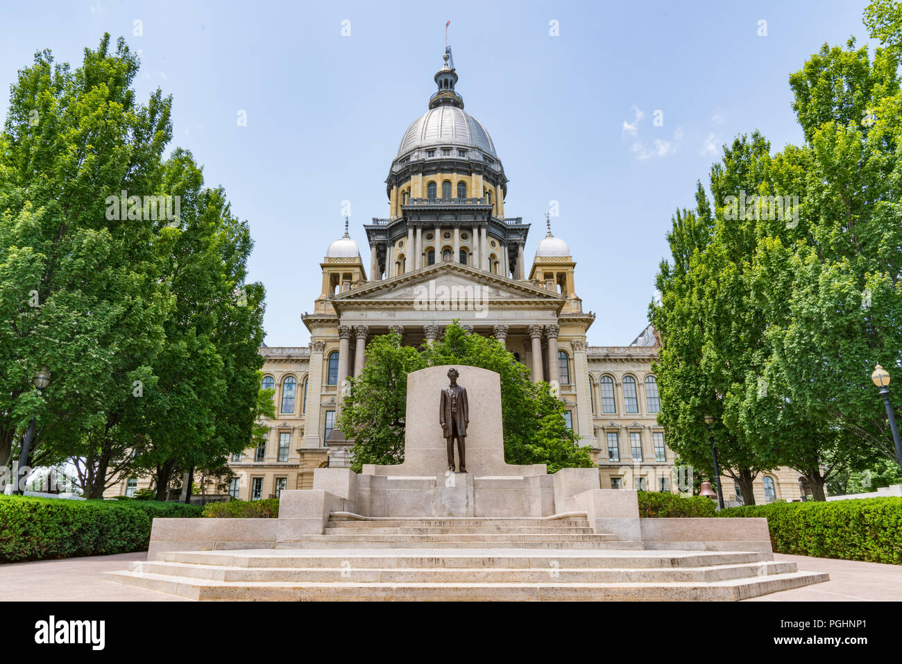 Abraham Lincoln statue in front of the Illinois State Capital Building in Springfield, Illinois Stock Photo