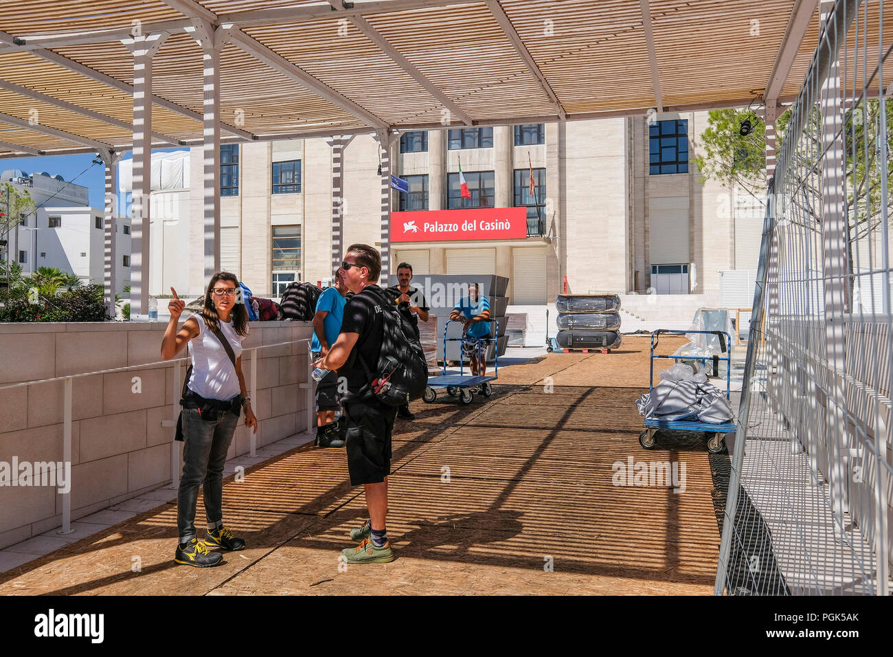 Venice, ITALY. 27 August, 2018. Of the workers observe the work to be done near the Palazzo del Cinema on August 27, 2018 in Venice, Italy. © Stefano Mazzola/Awakening/Alamy Live News - Stock Image