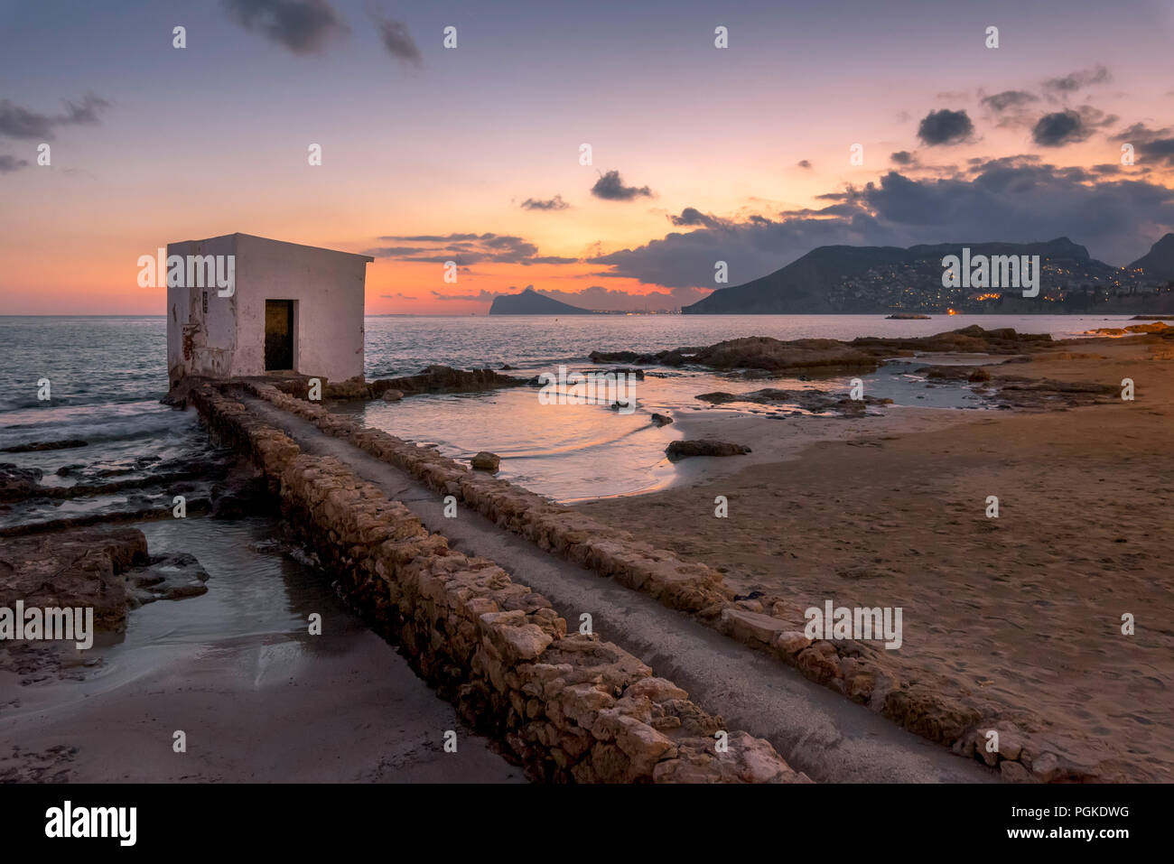 Calpe beach small house at sunset (Alicante - Spain). - Stock Image