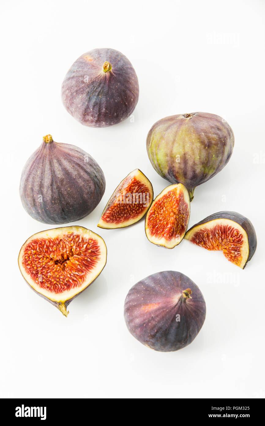 frische Feigen (Ficus carica) vor weissem Hintergrund, Freisteller Feigen Stock Photo