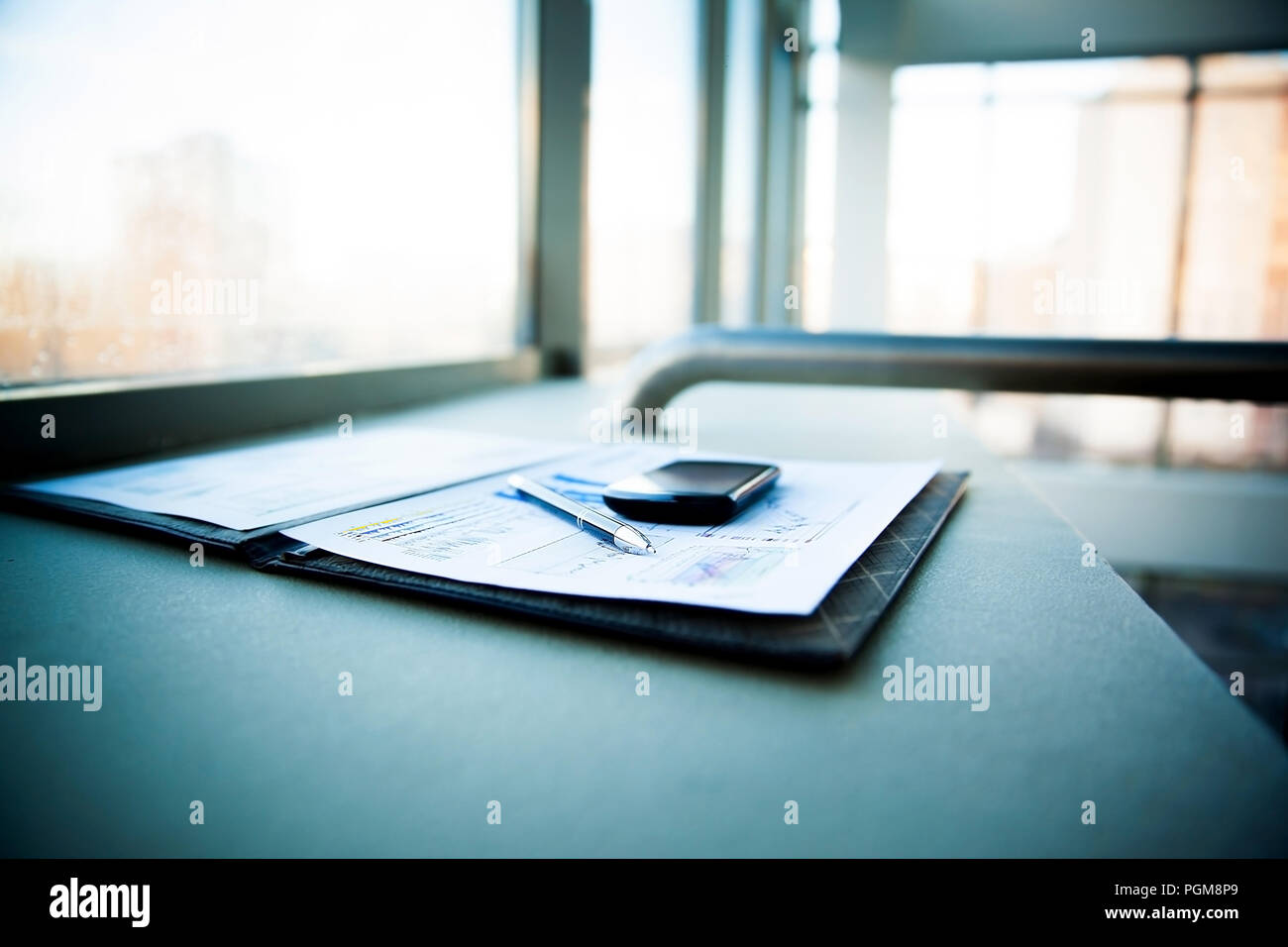 Business chart with smart phone and pen - Stock Image