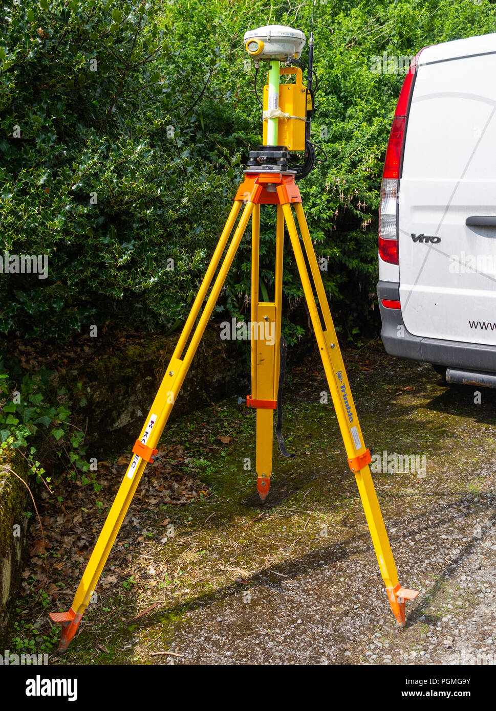 trimble global positioning receiver system mounted on its tripod. - Stock Image