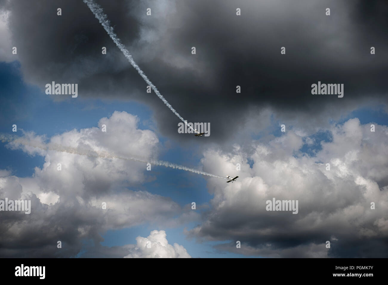 Surrey, UK. Fireflies Aerobatics Display Team flying display at 2018 Dunsfold Wings and Wheels. Credit: Malcolm Park/Alamy. - Stock Image