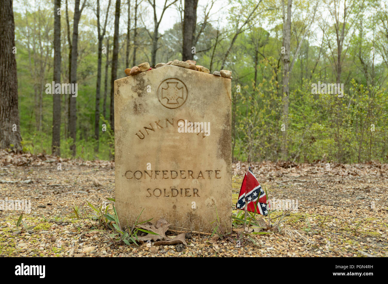 Gravestone for Unknown Confederate Soldier. Natchez Trace Parkway, Mile 269, near Tupelo, Mississippi, USA. - Stock Image