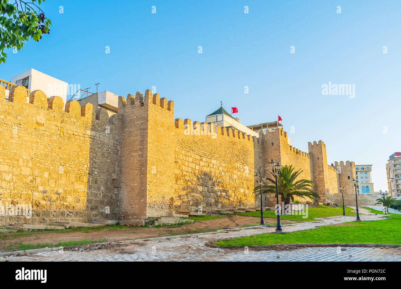 The huge city wall with small towers around the old Medina of Sousse, Tunisia. - Stock Image