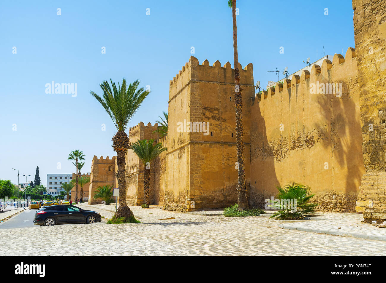 The medieval ramparts of Sfax Medina with numerous towers and battlements, Tunisia. - Stock Image