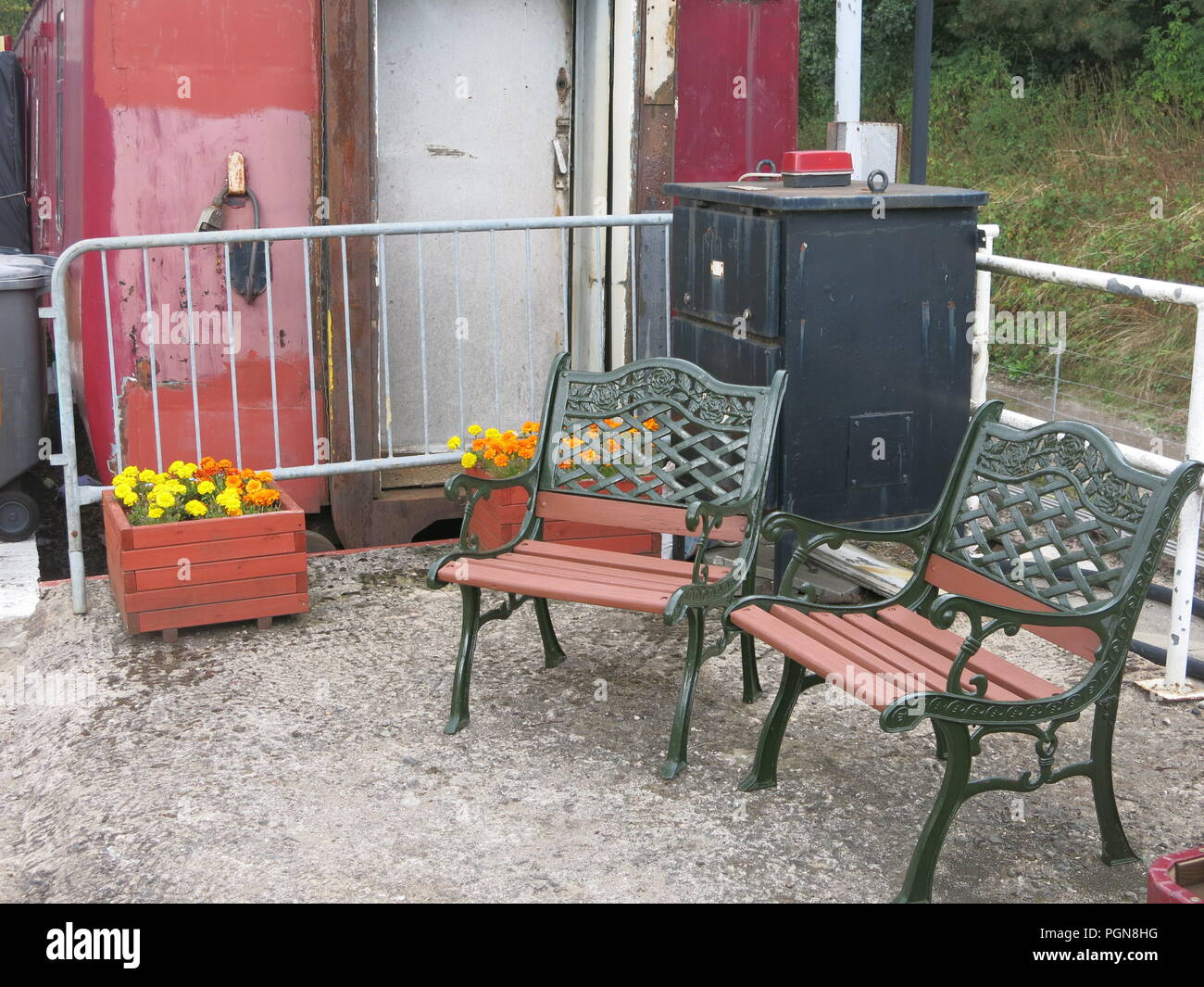 Old-fashioned seats and trolleys of old suitcases add to the atmosphere of a bygone era on the platform at the Northampton & Lamport Heritage Railway - Stock Image