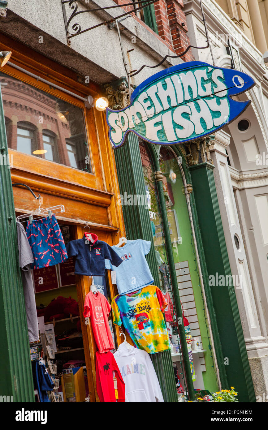 Stores and people in Portland, Maine - Stock Image
