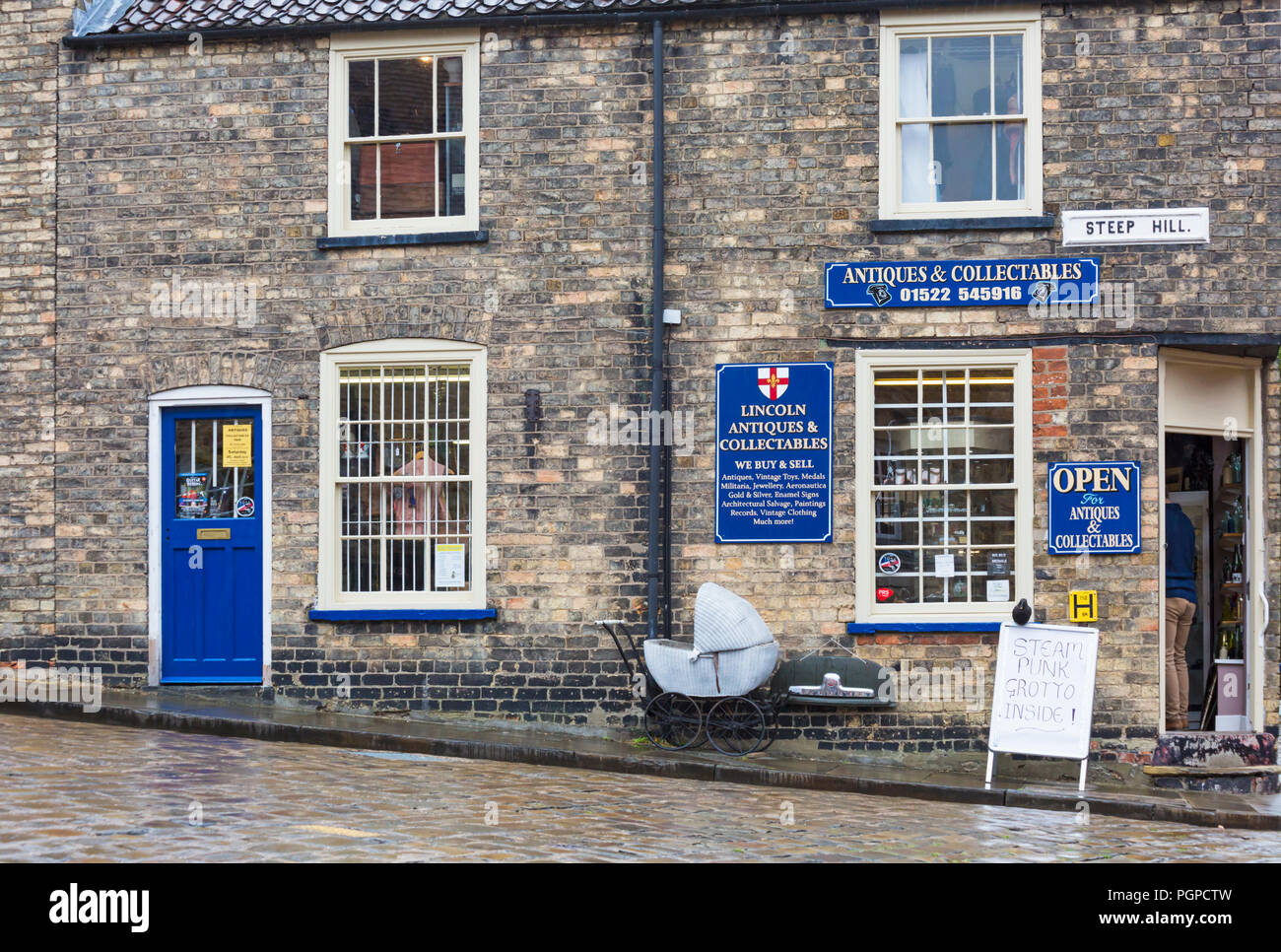 Lincoln Antiques & Collectables on Steep Hill at Lincoln on a wet rainy day in August - Stock Image