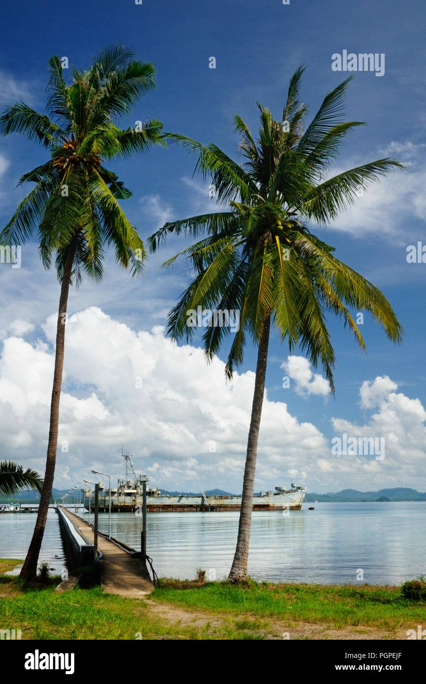 712 HTMS Chang (ex USS Lincoln County (LST-898)), Koh Chang island, Thailand. - Stock Image
