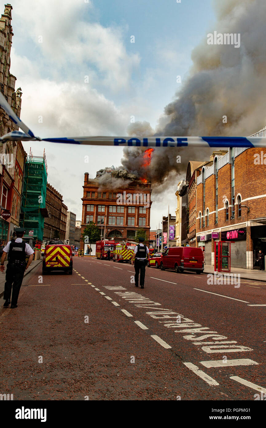 Belfast, UK. 28th Aug 2018.  Clothing retailer Primarks' building caught fire around 11:00 am today. Thick Acrid Smoke can be seen from all over the city centre Credit: Bonzo/Alamy Live News - Stock Image