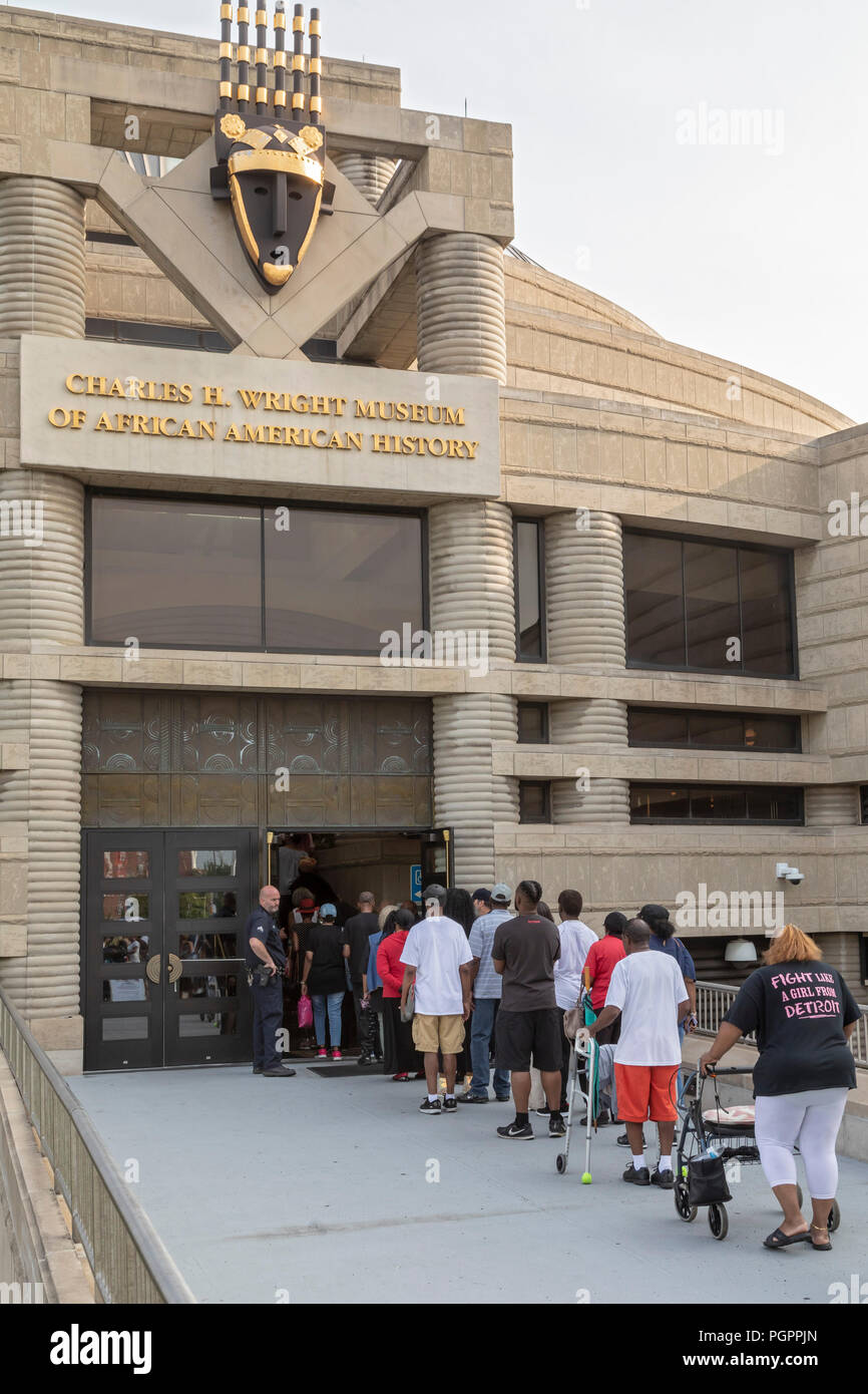 Detroit, Michigan USA - 28 August 2018 - Thousands waited in long lines to enter the Charles H. Wright Museum of African American History to pay last respects to Aretha Franklin during two days of public viewing. Franklin died August 16. Credit: Jim West/Alamy Live News - Stock Image
